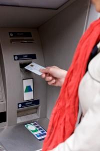 109432343 200x300 Est il facile de faire un rachat de crédit avec la banque postale ?